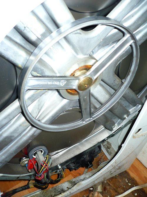 Почему не крутится барабан в стиральной машине при стирке: причины и что делать