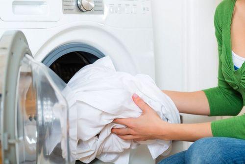 Извлечение белья из стиральной машины