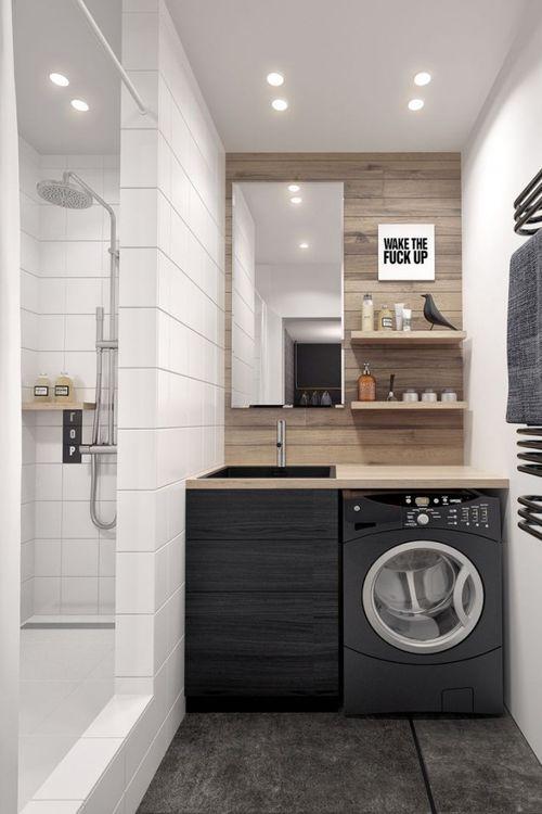 Черная стиральная машина в ванной комнате