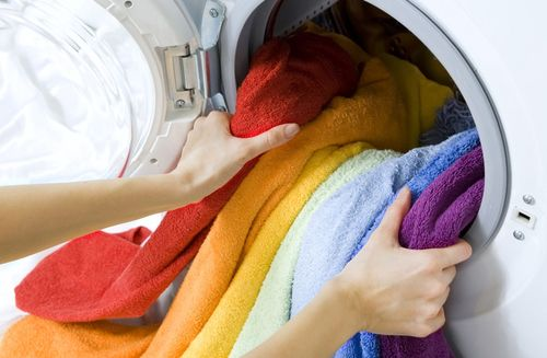 Цветные полотенца в машинке