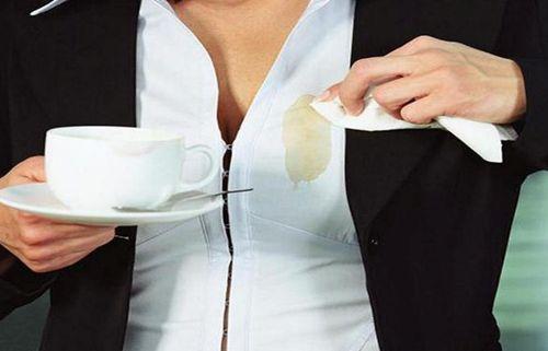 Пятно на блузке