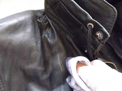 Пятно от воска на кожаной куртке