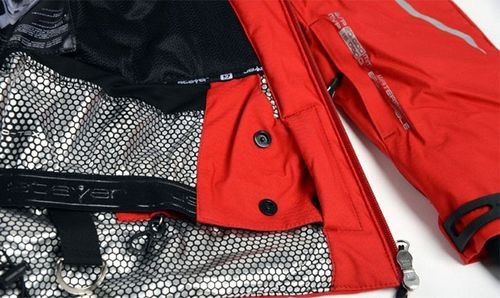 Мембранная красная куртка
